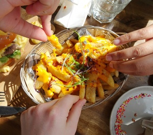 3121 Chilli Cheese Fries Hands
